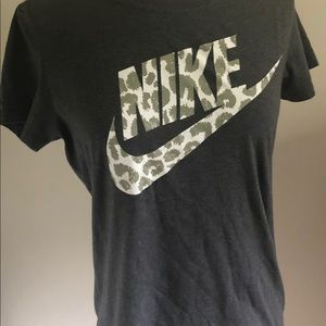 Nike Short sleeve tee. Gray. Size M